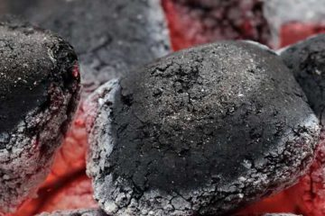 バーベキューは炎? それとも炭? どんな炭を使えばいいの?