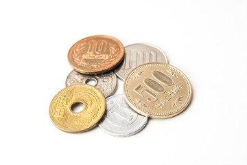お賽銭の額は、いくらが良いの? 神社とお寺の参拝の違い